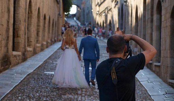 Why It Is A Wise Move To Find A Wedding Photographer In Sydney Who Also Offers A Full Day Engagement Shoot