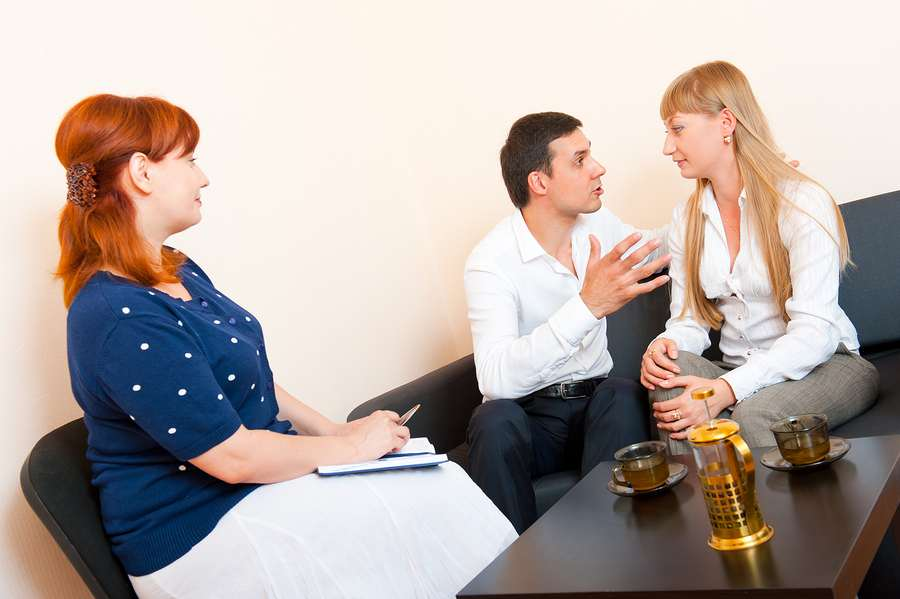 married couple consulting a family law mediation expert